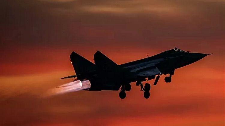Máy bay MiG-31 của Nga chặn máy bay Na Uy trên biển Barents