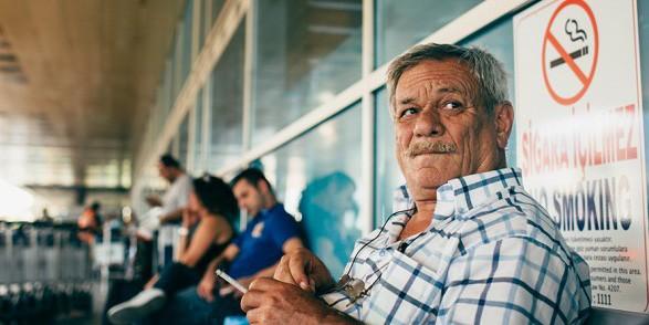 Thổ Nhĩ Kỳ cấm hút thuốc ngoài đường do Covid-19