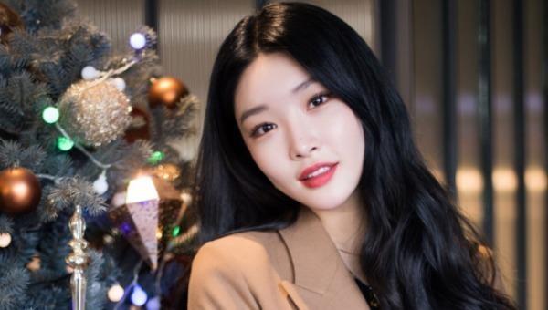 Nữ ca sĩ Chung Ha xét nghiệm dương tính với Covid-19