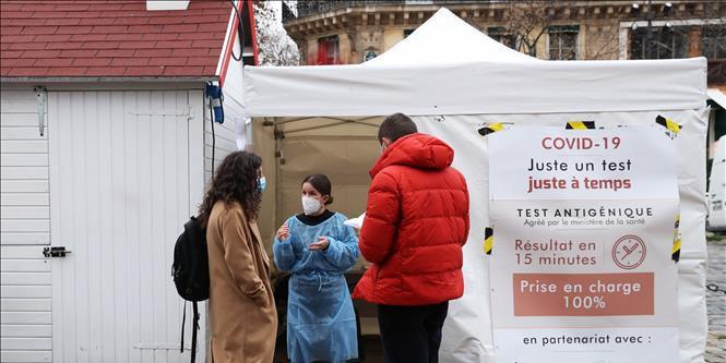 Dịch Covid-19 ngày 28/12: Tổng thống Nga Vladimir Putin quyết định tiêm vắc-xin Sputnik V ngừa Covid-19