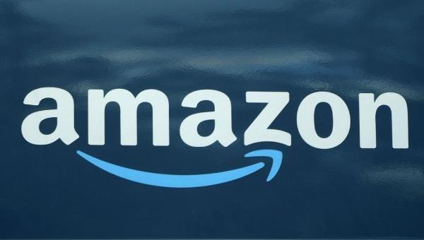 Amazon được thành lập bởi Jeffrey Bezos (tỷ phú giàu nhất thế giới với tài sản 180 tỷ USD) vào năm 1994.