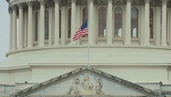Tổng thống Donald Trump ra lệnh treo cờ rủ tưởng nhớ 2 sĩ quan thiệt mạng trong vụ bạo loạn