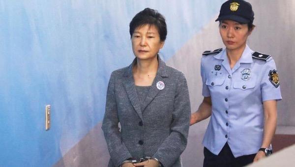 Cựu Tổng thống Hàn Quốc bị kết án 20 năm tù vì tham nhũng