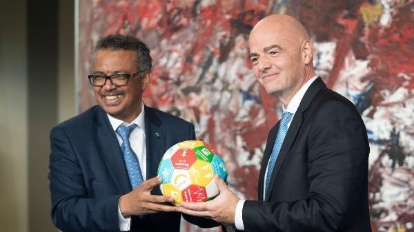 """WHO """"bắt tay"""" FIFA hành động vì quyền tiếp cận vắc-xin ngừa Covid-19"""