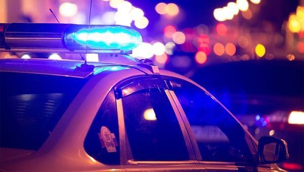 Bé gái 12 tuổi đem súng gây choáng đến trường bán