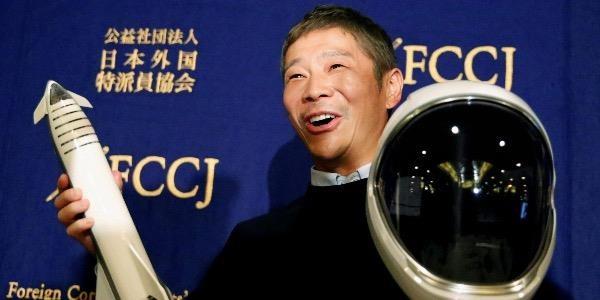 Theo thống kê của Forbes, tính đến tháng 1/2021, Yusaku Maezawa sở hữu khối tài sản khoảng 2,2 tỷ USD.