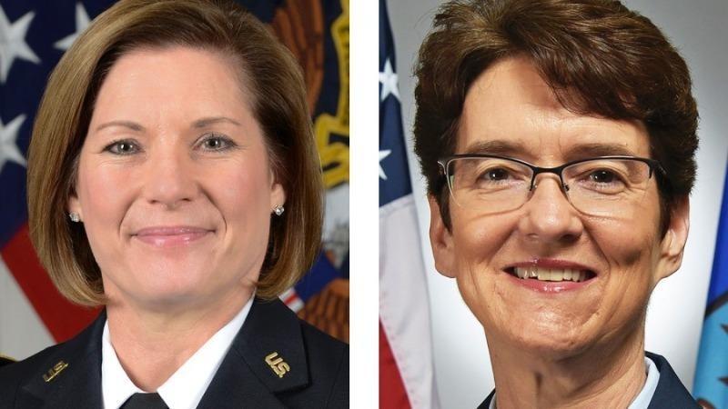 Tướng Laura J. Richardson (trái) và Jacqueline D. Van Ovost (phải).
