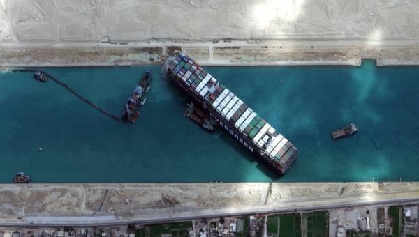 Siêu tàu container Ever Given đã nổi lên mặt nước