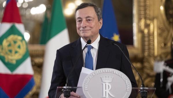 Thủ tướng Italy tiêm vaccine AstraZeneca phòng COVID-19