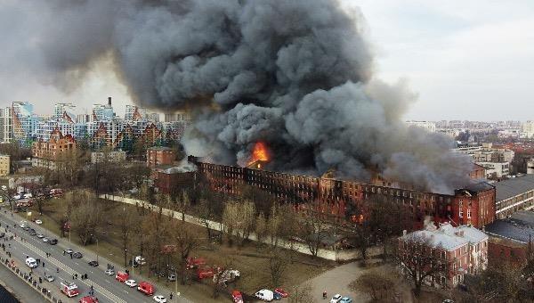 Cháy nhà máy lịch sử ở St. Petersburg
