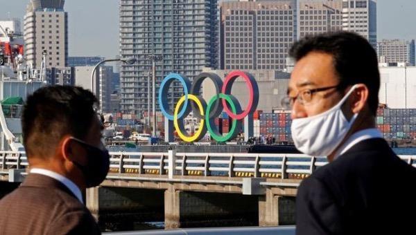 Biểu tượng của Thế vận hội được dựng lên trước Công viên Hải dương Odaiba ở Tokyo, Nhật Bản.