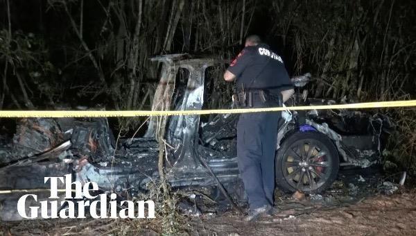 """Hai người thiệt mạng trong vụ đâm xe ôtô Tesla """"không có người lái"""" ở Texas, Mỹ"""