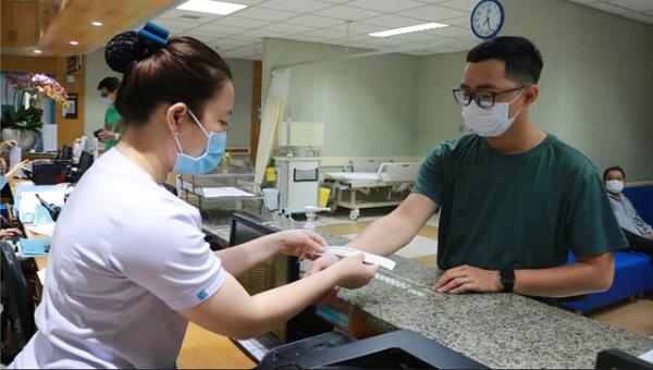 Bệnh viện Bạch Mai tạm dừng hoạt động khám theo yêu cầu và tái khám.