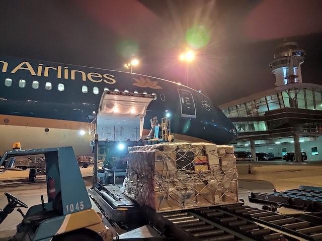 Vietnam Airlines miễn cước vận chuyển trang phục bảo hộ y tế và khẩu trang để hỗ trợ phòng, chống dịch COVID-19.