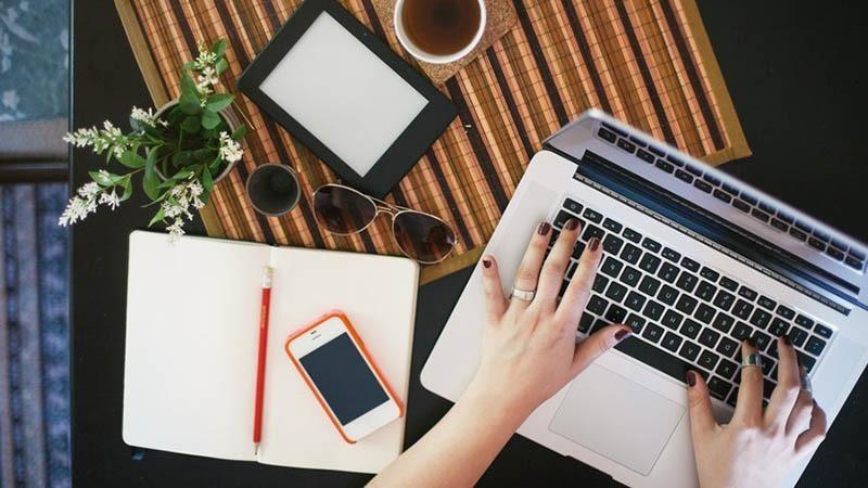 Các Bộ ra khuyến cáo cán bộ làm việc tại nhà qua máy tính