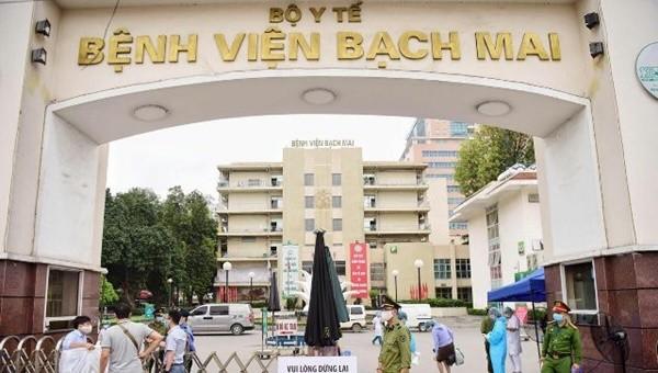 Nhân viên y tế tại Bệnh viện Bạch Mai phải cách ly 20 ngày sai khi có 2 nhân viên điều dưỡng dương tính với COVID-19