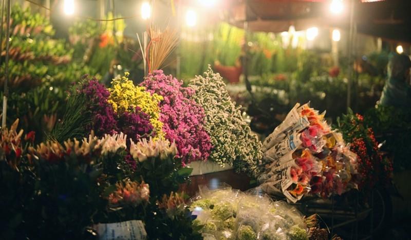 Bộ Y tế đề nghị tất cả những người buôn bán hoa và có mặt tại Chợ hoa Mê Linh từ ngày 20/3 đến nay cần liên hệ y tế gấp