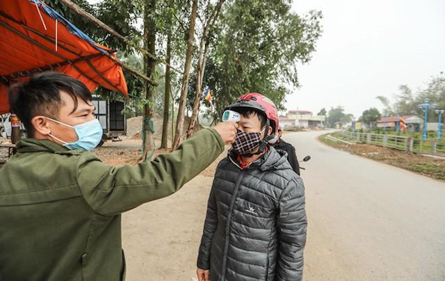 """Hà Nội: Tiếp tục một thôn nữa """"nội bất xuất, ngoại bất nhập"""""""