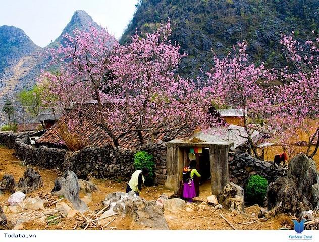 Chưa đầy 24 giờ cách ly, thị trấn Đồng Văn được dỡ lệnh phong toả