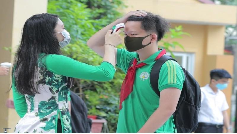 Toàn cảnh ngày đầu trở lại trường của học sinh quận trung tâm Hà Nội