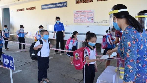 Tiến sĩ Nhi khoa khuyến cáo biện pháp đảm bảo sức khỏe cho trẻ khi trở lại trường