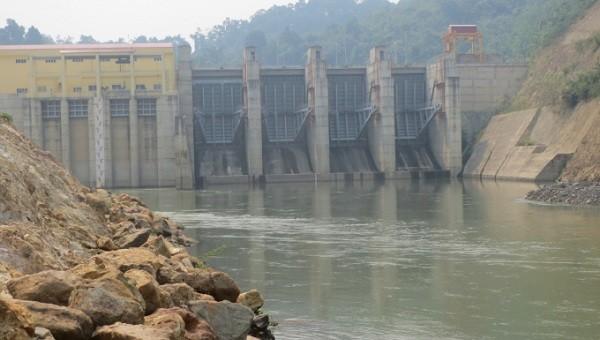 Dự án thủy điện Nậm Núa đã đi vào hoạt động từ lâu mà không bồi thường hỗ trợ cho người dân có đất trong diện bị thu hồi theo quy định.