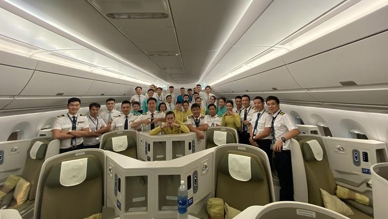 Chuyến bay dài 44 tiếng với 8 phi công được huy động để đưa công dân Việt Nam tại Cuba và Đức hồi hương
