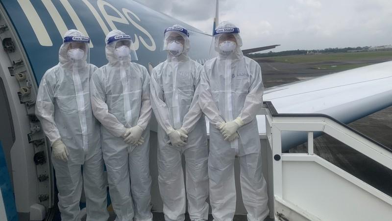 Đoàn công tác của BV Bệnh Nhiệt đới Trung ương có 4 y, bác sỹ chuẩn bị các điều kiện đảm bảo an toàn để lên đường ngày 28/7. Ảnh: Thanh Đặng