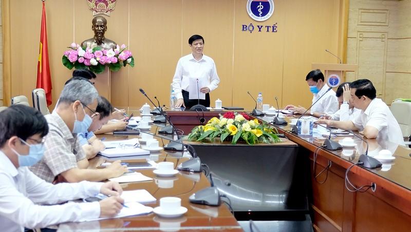 Quyền Bộ trưởng Nguyễn Thanh Long phát biểu tại điểm cầu Bộ Y tế. Ảnh: Trần Minh
