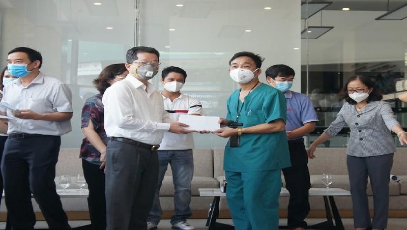 52 y, bác sĩ hoàn thành nhiệm vụ 'chi viện', rời Đà Nẵng