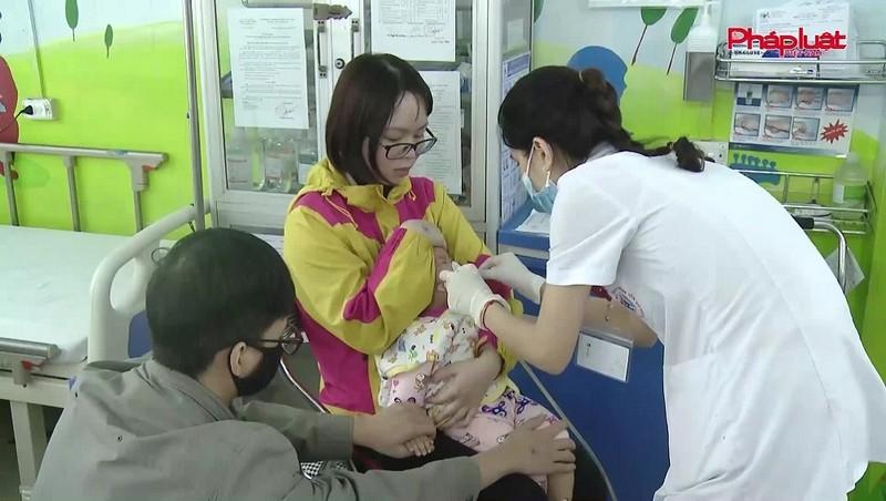 Thời tiết thay đổi khiến nhiều trẻ nhập viện do mắc các bệnh về đường hô hấp.