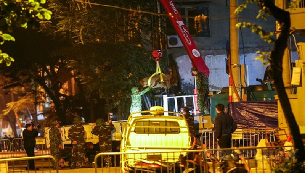 Quả bom đã được di dời thành công vào đêm 29/11 rạng sáng ngày 30/11. Ảnh: Công luận
