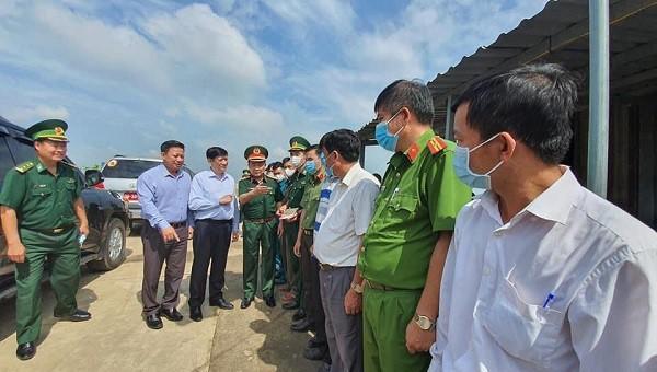 GS.TS Nguyễn Thanh Long – Bộ Trưởng Bộ Y tế đến kiểm tra và làm việc cùng lực lượng tại các chốt Phòng chống dịch COVID-19 tại khu vực biên giớ