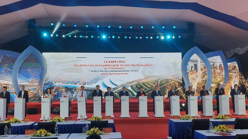 Thủ tướng Chính phủ Nguyễn Xuân Phúc cùng các đại biểu bấm nút khởi công Dự án Cảng hàng không quốc tế Long Thành giai đoạn 1 – Dự án thành phần 3.