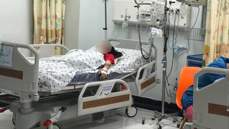 Bị mẹ mắng, bé gái 15 tuổi uống 28 viên thuốc chống trầm cảm