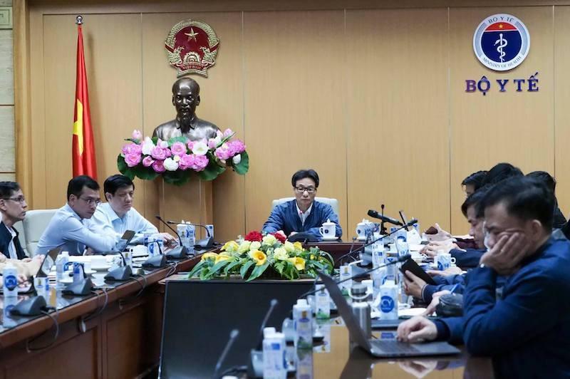 Phó Thủ tướng Chính phủ Vũ Đức Đam và Bộ trưởng Bộ Y tế Nguyễn Thanh Long đã họp khẩn trực tuyến với 2 tỉnh Quảng Ninh và Hải Dương.