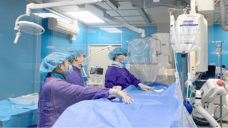 BV Hữu nghị Việt Đức cũng đã cứu sống nhiều ca đột quỵ não bằng phương pháp can thiệp lấy huyết khối qua đường động mạch. (Ảnh: BVCC)