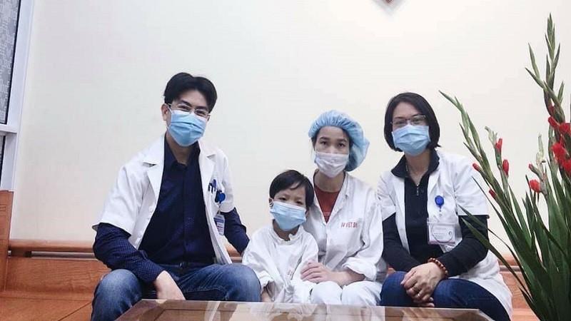 Bệnh nhi ghép tim nhỏ tuổi nhất Việt Nam được ra viện