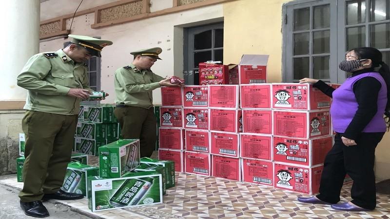 """""""Tóm gọn"""" đối tượng tập kết lượng lớn bia và sữa nhập nhờ tin báo của người dân"""