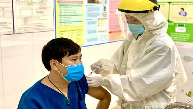 Hơn 55.000 người được tiêm chủng vắc xin ngừa COVID-19
