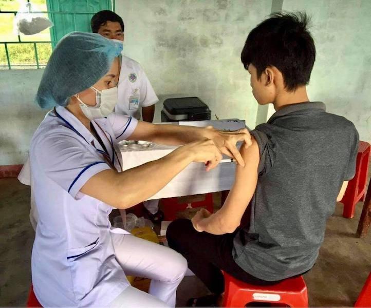 Bộ Y tế tiếp tục phân bổ 110.000 liều vắc xin Covid-19 cho quân đội và công an