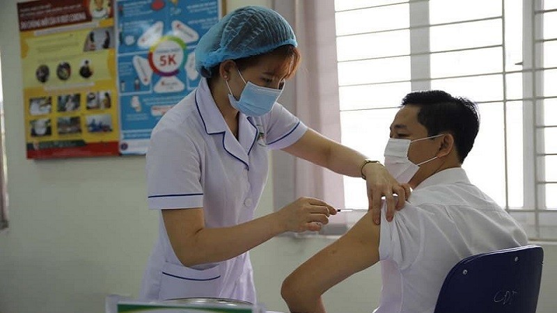 398 người đầu tiên được tiêm vắc xin phòng COVID-19 tại Lào Cai
