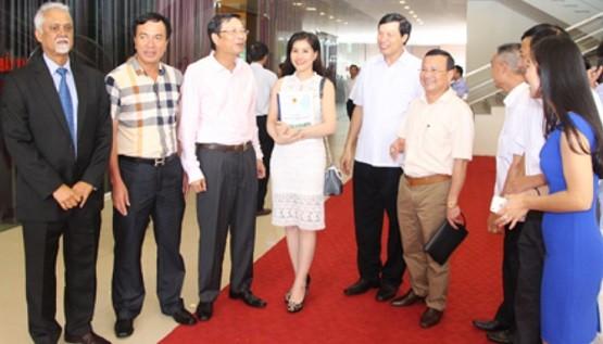 Cuộc gặp gỡ giữa các doanh nhân và đại diện chính quyền địa phương