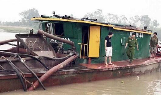 """Hải Phòng: Bắt giữ tàu hút trên sông Kinh Thầy, """"tuyên chiến"""" với cát tặc"""