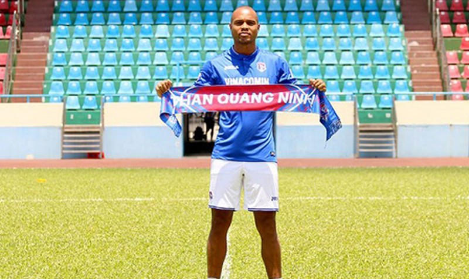 Than Quảng Ninh gia cố hàng thủ bằng trung vệ người Brazil