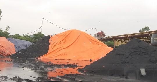 """Quảng Ninh: """"Đại công trường"""" than lậu núp bóng nhà máy gạch"""