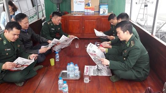 Báo Pháp luật Việt Nam đến với cán bộ, chiến sỹ biên phòng Hải Phòng