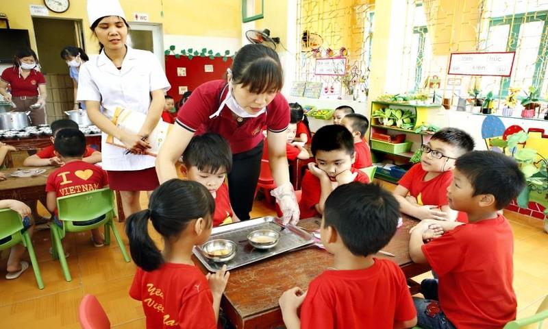 Trình diễn bữa ăn bổ sung cho trẻ tại Phú Thọ