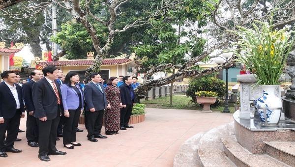 Dâng hương tưởng nhớ Bí thư Thành ủy Hà Nội đầu tiên