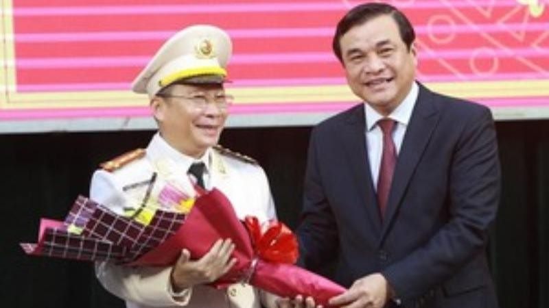 Trao quyết định chuẩn y cho Giám đốc Công an tỉnh Quảng Nam.